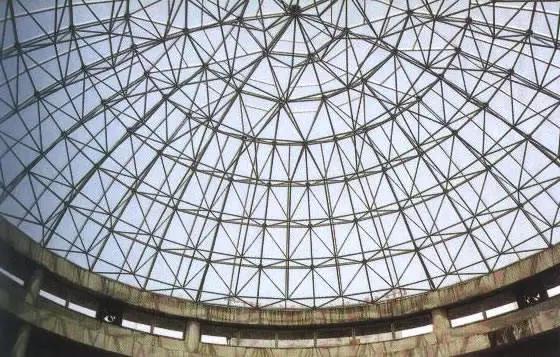 目前中国的网架结构绝大部分采用板型网架结构